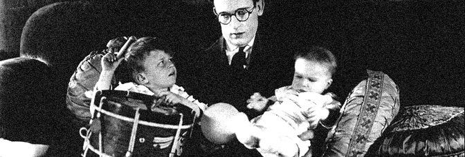Harold Lloyd has his hands full in I DO, directed by Hal Roach for Pathé Exchange.