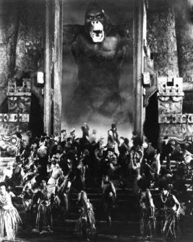 Kong at the wall. Promotional still